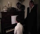 Clip de Sëar lui même, Leçon de piano
